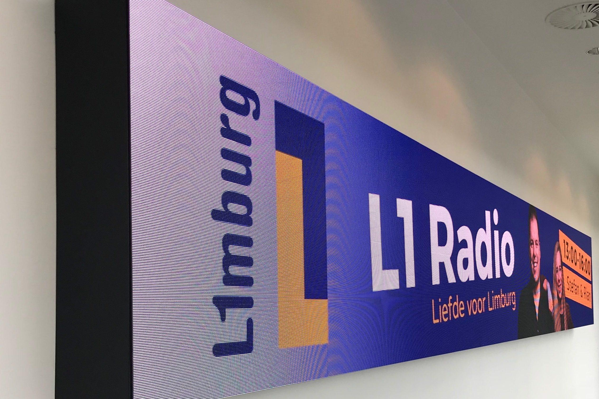 Banner aan muur bij L1